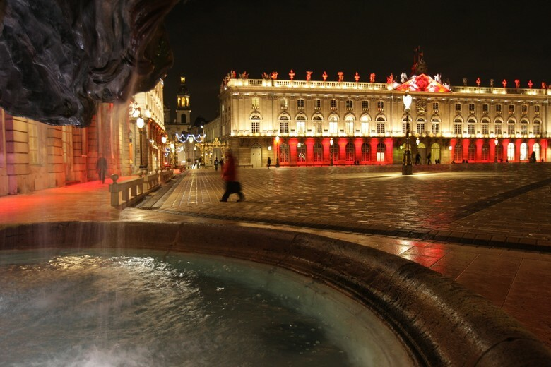 Pl-Stan-Base-Hotel-de-Ville-rouge-2Mo.jpg