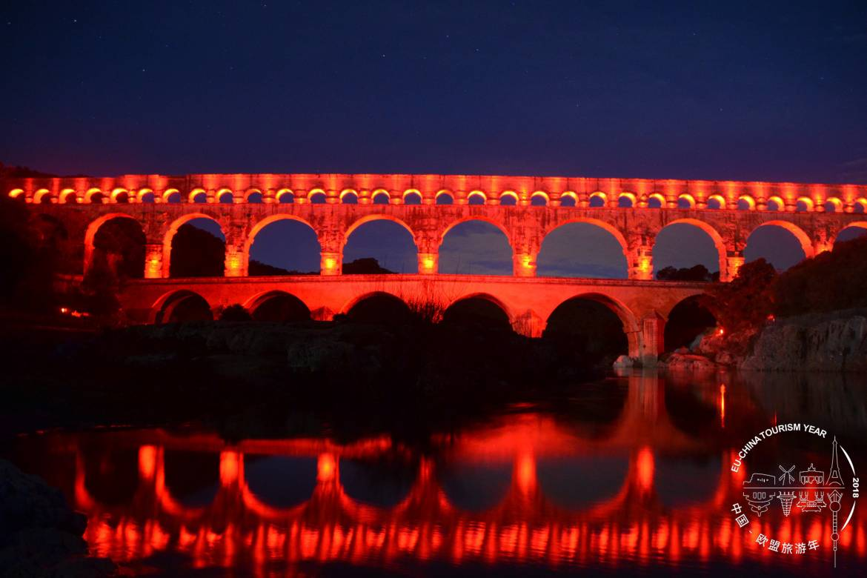 FRANCE-Pont-du-Gard.jpg